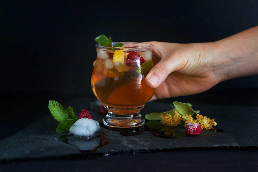 erfrischender Lindenblueten-Eistee – Rezept