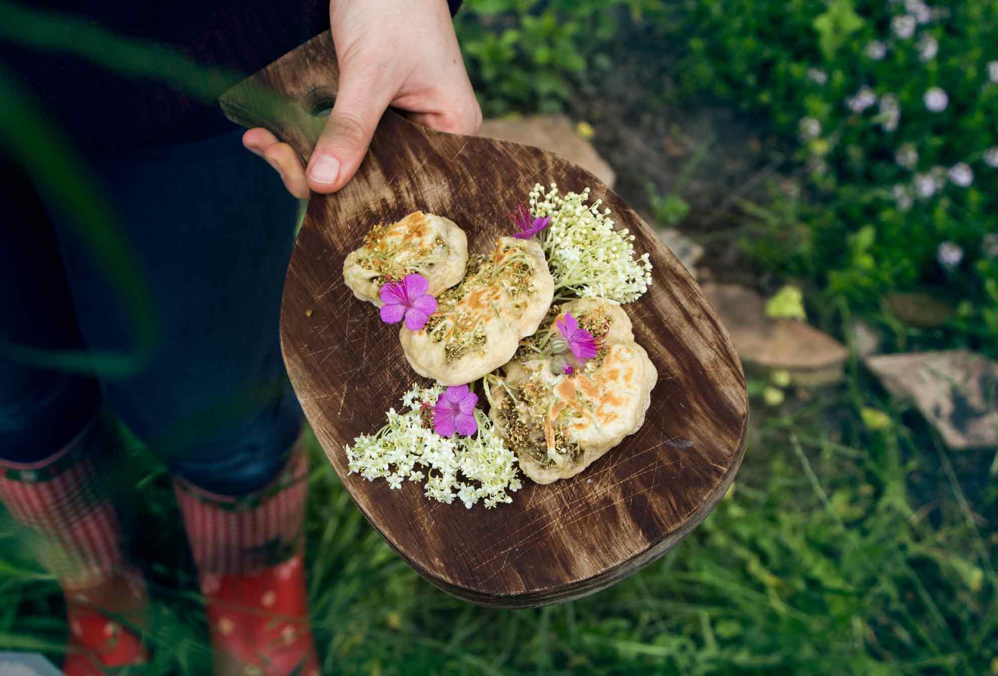 Herbal Hunter Baumblüten-Pancakes mit Holunder rezept aus der Wildkräuterküche