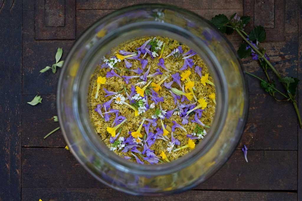Herbal Hunter Kräuterblog Rezept Jahreskräutersalz