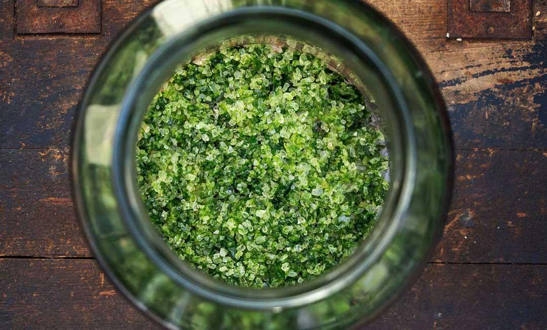 Herbal Hunter Kräuterblog Rezept Jahreskräutersalz Frühling